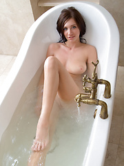 Simone cools down her sizzling hot, voluptuous body in the bathtub.