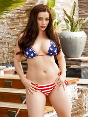 Taylor Vixen looks sexy celebrating 4th of July