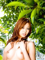Sarasa Hara Asian shows hot bust and naughty behind at the pool